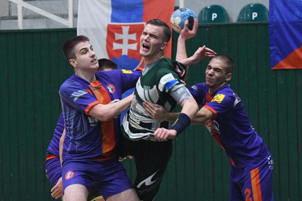 Najlepšieho hráča kategórie U17  Kravčáka z Tatrana Prešov neudržali vo finále ani traja.