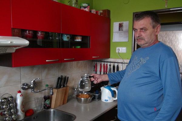 Ladislava Šurca regulácia vody neobmedzuje, prispôsobil sa.