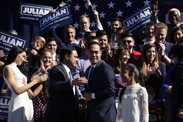Kandidátom Demokratickej strany v najbližších voľbách prezidenta USA chce byť aj Julian Castro.