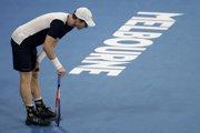Britský tenista Andy Murray reaguje v zápase proti Španielovi Robertovi Bautistovi Agutovi v 1. kole dvojhry na grandslamovom tenisovom turnaji Australian Open v Melbourne 14. januára 2019.