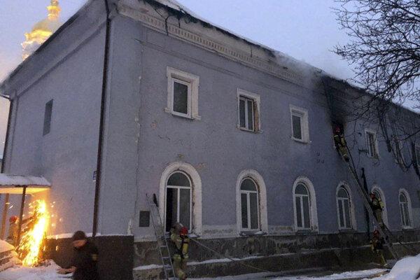 Poškodený objekt nie je súčasťou samotného kláštora.