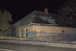 V tomto dome horelo, podpaľač sa doň najprv vlámal.