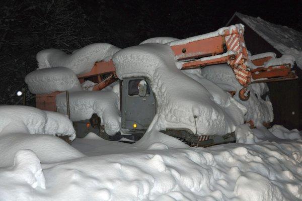 V Zázrivej vyhlásili kvôli snehu mimoriadnu situáciu.