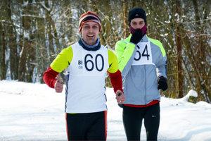 Beží sa cez Hlbokú dolinu. Na archívnej snímke Michal Čaládik a Matej Páleník.