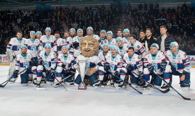Hokejisti Nitry vyhrali Vyšehradský pohár aj základnú časť ligy, po play-off im patril bronz.