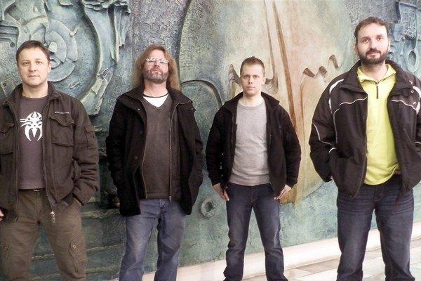 Členovia skupiny Mince vo fontáne počas nahrávania štvrtého albumu. Zľava Vlado Slavík,  nebohý Peter Potoma, Roman Žarnovičan a Janko Kamenský.