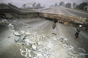 Zrútená diaľnica v roku 1994.