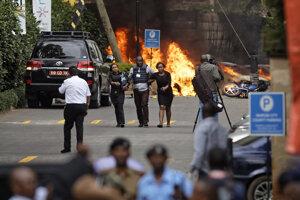 Pri útoku na hotel v Nairobi prišlo o život 21 ľudí.