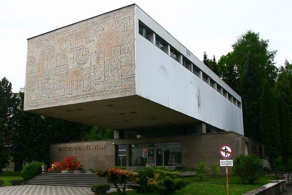 Projekt modernej stavby  vypracoval Štefan Hatala podľa ideového návrhu architekta Martina Kusého. Galéria začala svoju činnosť v roku 1969.