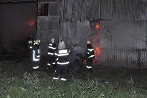 Požiar senníka spôsobil škody vo výške 20-tisíc eur.