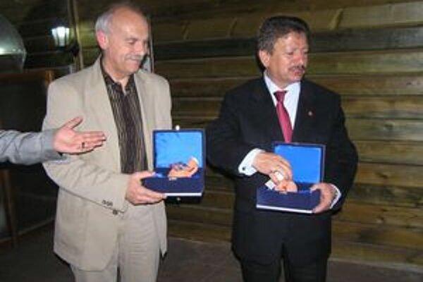 Stanislav Bella (vľavo) s Yusufom Baserom.
