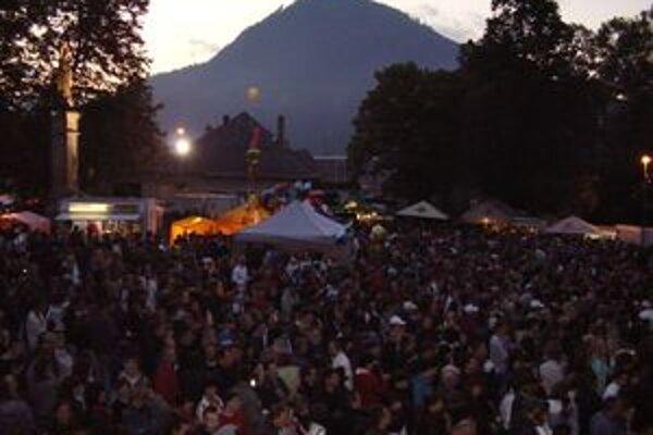Ružomberský jarmok ponúka pestrý program a každoročne ho navštívia tisícky ľudí.