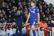 Tréner FC Chelsea Maurizio Sarri v zápase proti mestskému rivalovi Arsenalu Londýn.