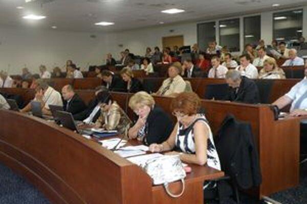 Krajskí poslanci protest prokurátorky odmietli. Rozhodovať o spornom nariadení bude krajský súd.