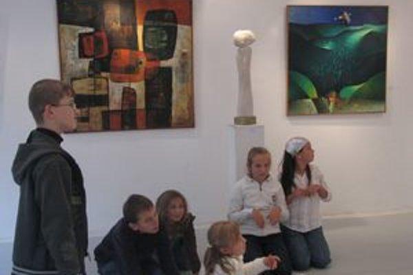 Na výstave sa predstavili i žiaci dramatického odboru ZUŠ I.W. Kráľa.