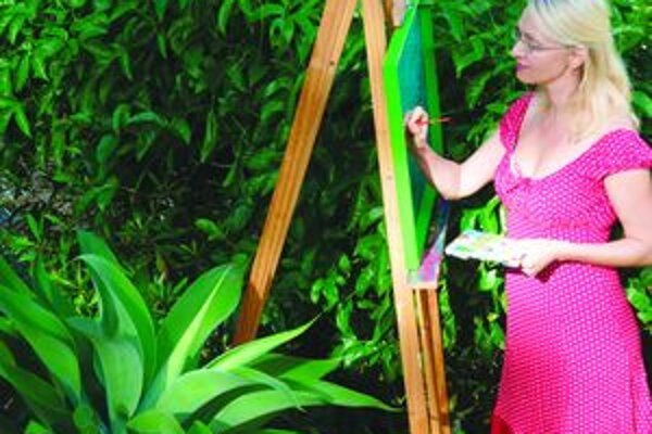 Gabriela Mellegová rada maľuje vo svojej záhrade v austrálskom Gold Coast.