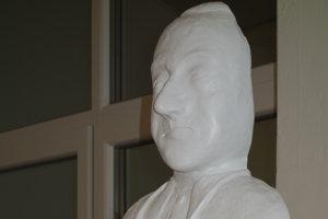 V knižnici odhalili sochu Karola Kmeťka.