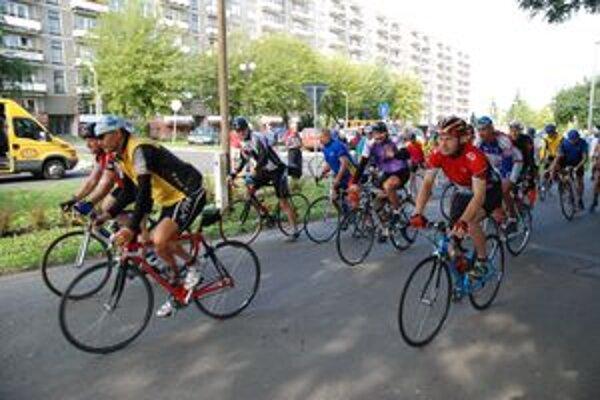 Celá trasa maratónu má dĺžku 182 kilometrov, účastníci si však môžu vybrať aj kratšie etapy.