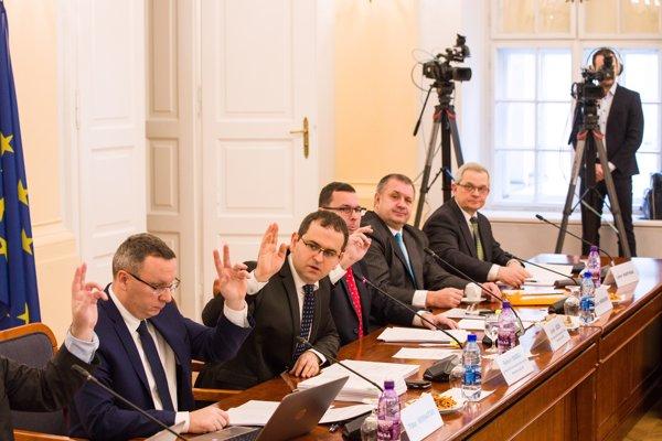 Vypočúvanie kandidátov na ústavných sudcov..