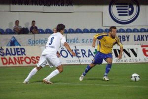 Ondráš (vľavo) dal jediný gól Dubnice.