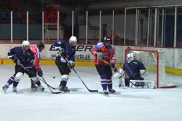 Zápas bol oproti predchádzajúcemu kvalitnejší, viac hokejový. Na obidvoch stranách bolo veľa šancí.