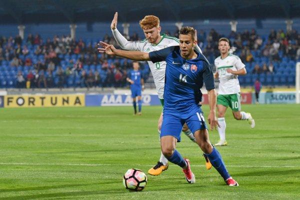 Dávid Hancko (vpredu) v drese tímu SR do 21 rokov.