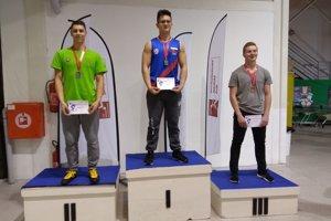 Andrej Pauer (v zelenom) získal hneď dve strieborné medaily.