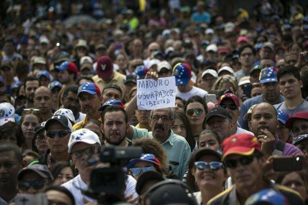 Demonštranti v Caracase.