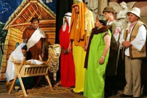 Kresťania si pripomínajú deň, keď Boh svetlom hviezdy zjavil svojho syna všetkým národom.