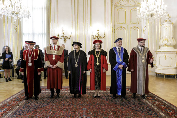 Zľava Ferdinand Daňo, Miroslav Fikar, Bohunka Koklesová, Jana Mojžišová, Marek Storoška a Marek Števček.