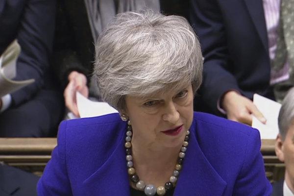 Mayová sľúbila poslancom hlasovanie o brexite bez dohody alebo odložení jeho termínu, ak odmietnu jej dohodu.
