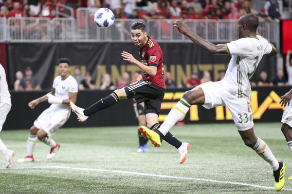 Miguel Almirón (v strede) v službách Atlanty United.