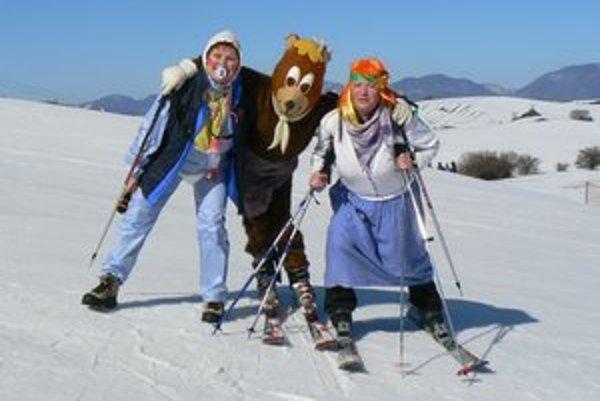 Masky si lyžovačku užívali.