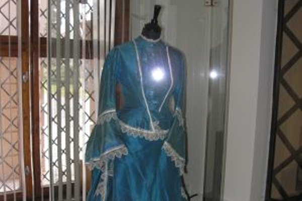 Svadobné šaty liptovskej zemianky z poslednej tretiny 19. storočia patria medzi vzácne predmety zbierky historického textilu.