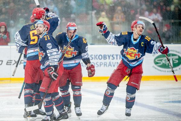 Radosť Zvolenčanov po prvom góle kapitána Chovana.