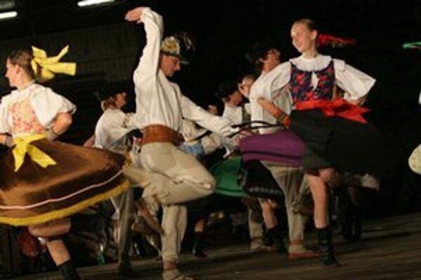 Folklórny súbor Váh účinkoval  v programe zahraničných kolektívov Krajiny za obzorem spolu so súbormi z Talianska, Ruska a Maďarska.