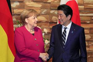 Nemecká kancelárka Angela Merkelová a japonský prezident Šinzó Abe.