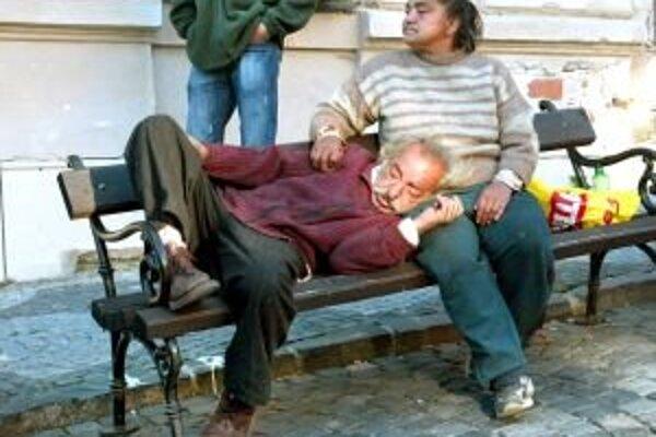 Za pitie alkoholu na verejnosti už nehrozí potrestanie.