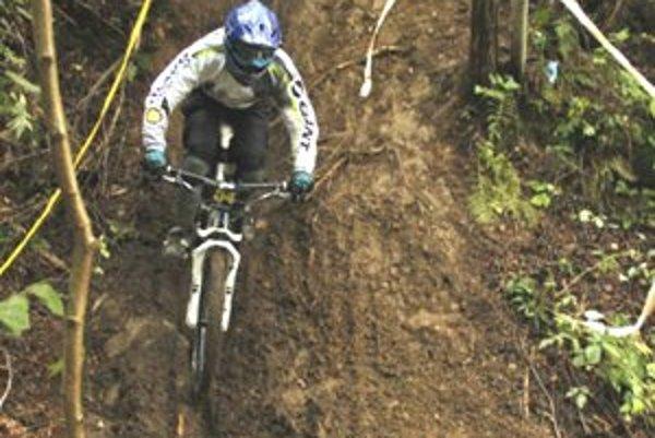 Cyklisti sa postavil na štart jedenapol kilometrovej náročnej členitej trate. Liptov zastupovalo osem jazdcov  Ferado Freeride - MTB tímu.