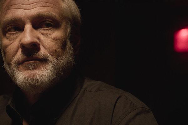 Roman Luknár v hlavnej úlohe filmu Ostrým nožom.