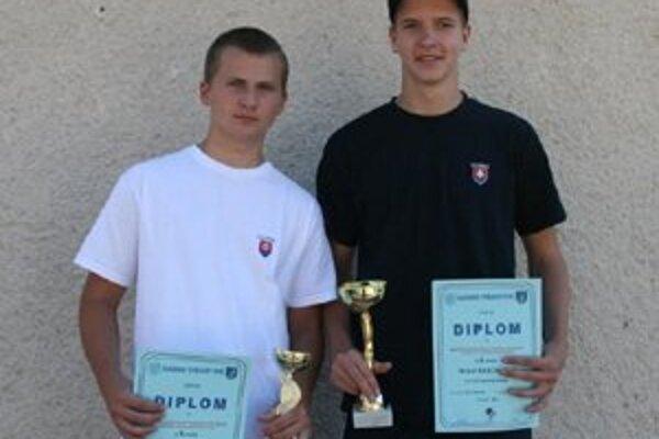 Športoví strelci yľava: Peter Baláž a Ján Kriško.