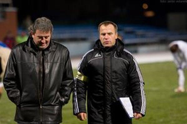 Peter Gergely (vľavo) bude štvrtýkrát na lavičke Dubnice.