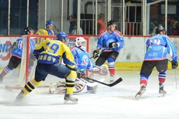 Domáci sa po piatich minútach zápasu dostali do vedenia. Všetko to začala dvojica František Poliaček a Dávid Kubovčík.