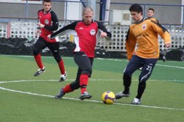 Mikulášania minulú sobotu hrali prípravný zápas s rezervou Ružomberka. Domáca Ruža vyhrala 1:0.