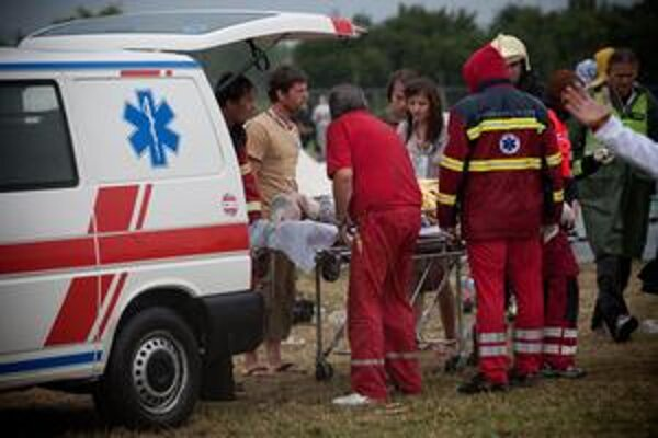 Zranených odvážali do okolitých nemocníc.
