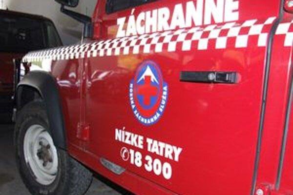 Turistov horskí záchranári dopravili na Magurku a odtiaľ autom na Dom horskej služby v Jasnej.