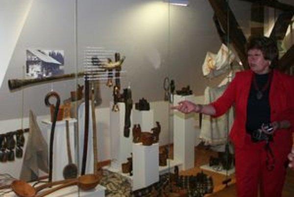 Riaditeľka Liptovského múzea Iveta Zuskinová v jedinečnej expozícii Ovčiarskeho múzea, ktoré sídli v budove bývalého Soľného úradu v Liptovskom Hrádku.