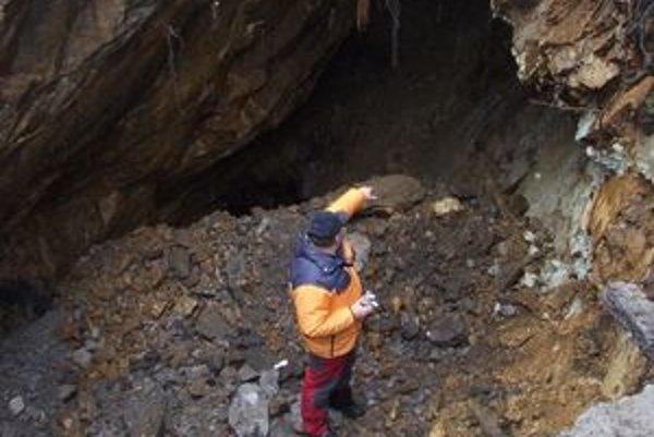 Už prvé otvorenie starej banskej štôlne na ceste nad Vyšnou Bocou dávalo tušiť, že pod asfaltom sa nachádzajú hlboké prepadliská.