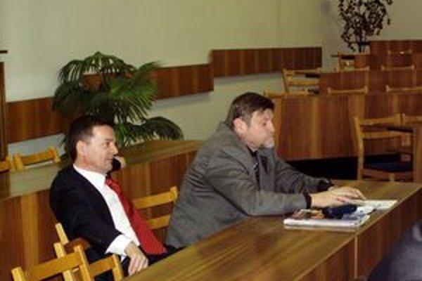 Právna zástupkyňa mesta žiadala na pojednávaní predvolať ako svedkov okrem iných aj Ľuboša Lackoviča (vľavo) a Jozefa Brosa.