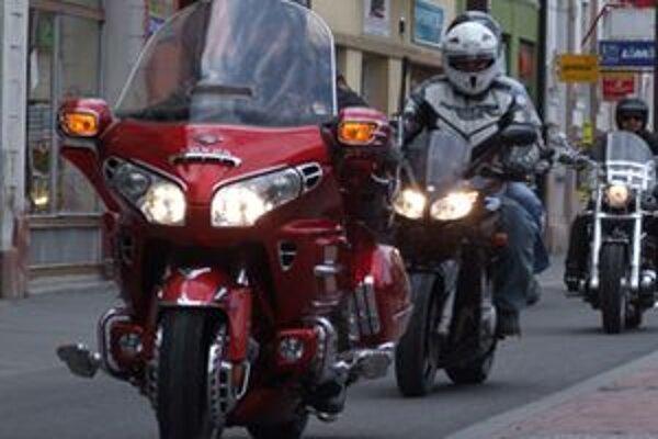 Mladý motorkár bol po nehode na mieste mŕtvy.